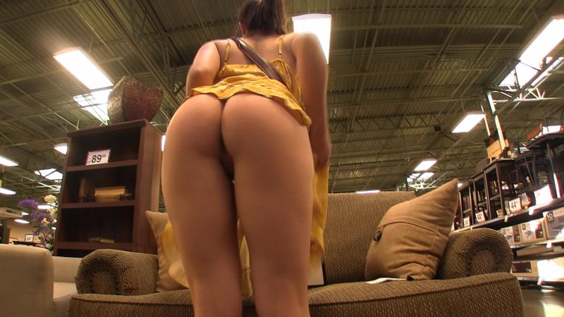 Pussy Flashing, Upskirt in the Grocery Store