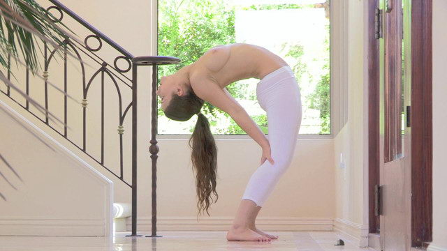 FTV Teen Avri Stretching her Body