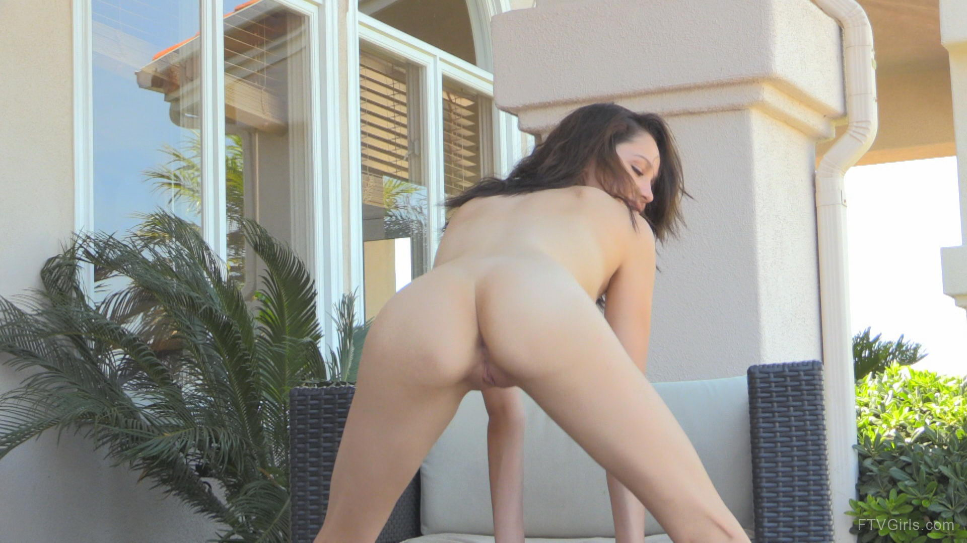 Teenager Twerking Naked