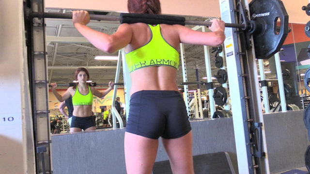 Young Girl Workout & Flashing Boobs in the Gym