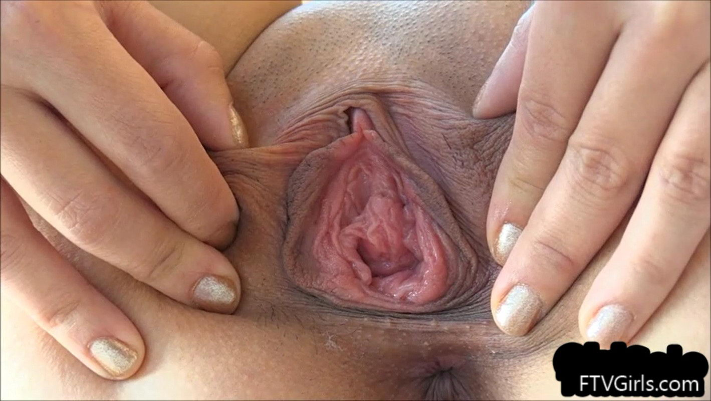 Young Girl's Pussy Close-Up & Spread