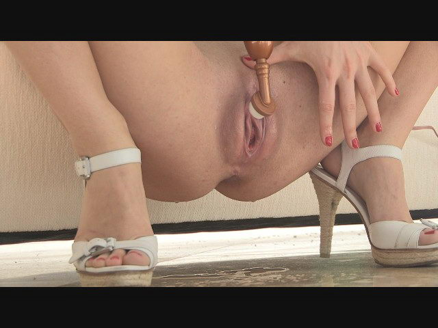 FTV Riley Masturbating & Squirting
